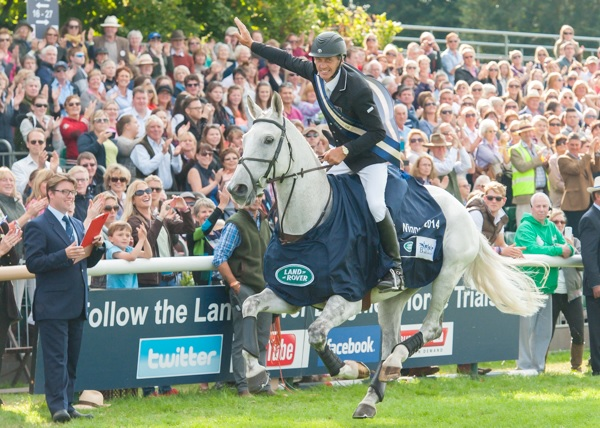 Andrew Nicholson (NZL) and Avebury who have won the Land Rover Burhley Horse Trials, last leg of the FEI Classics™, for the third consecutive time. (Trevor Holt/FEI)