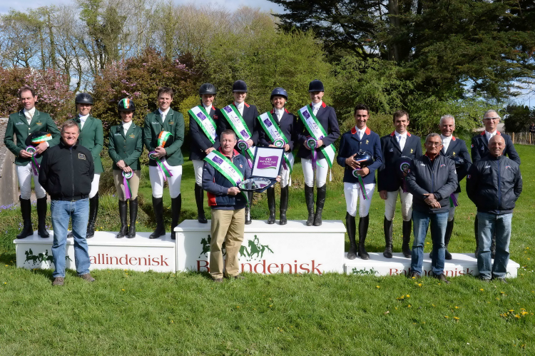 The winning British team (centre), flanked by second-placed Ireland (left) and third-placed France, at Ballindenisk (IRL), second leg of the FEI Nations Cup™ Eventing 2015. (Tony Parkes/FEI)