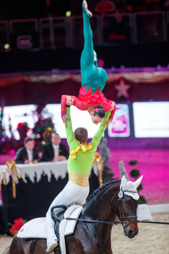 Italy's Silvia Stopazzini and Lorenzo Lupacchini proved their individual skills fit perfectly in pas-de-deux in their first FEI World Cup™ Vaulting series together, winning in Salzburg (Austria) on their horse Rosenstolz, who had previously only worked with individual vaulters in international competition. (Tomas Holcbecher/FEI)